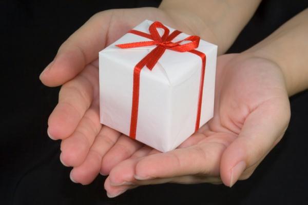 Квартиру можно подарить через договор дарения